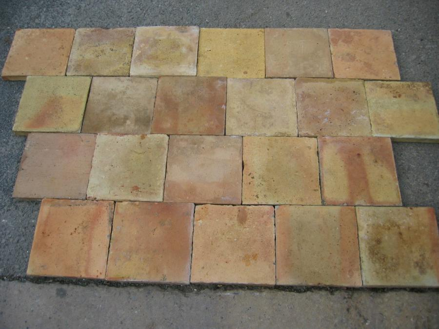 Antique light tone french terra cotta tiles for Carrelage ancien terre cuite
