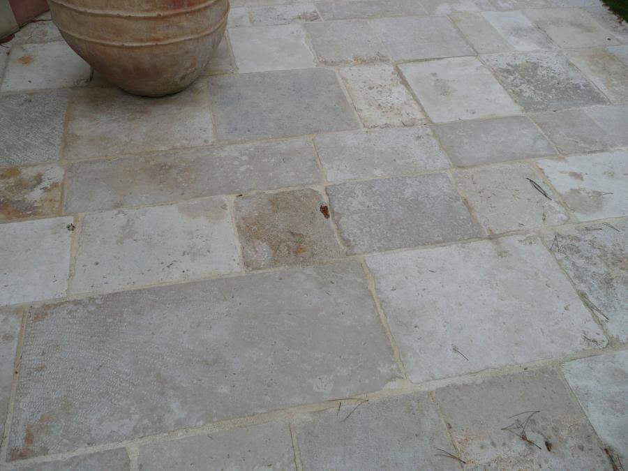Reclaimed antique limestone flagstones authentic for Carrelage pierre de bourgogne