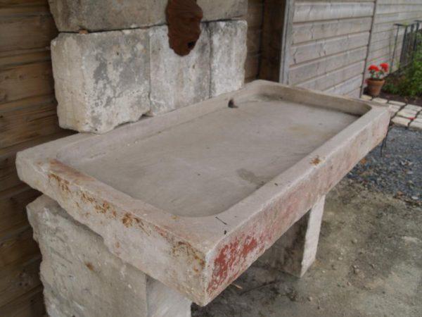 fontaine ancienne evier dosseret pierre calcaire