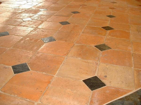 Terracotta floors for Entretien carrelage terre cuite rouge