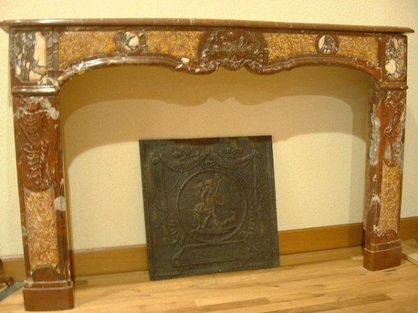 Manteau de cheminée ancienne en marbre style régence