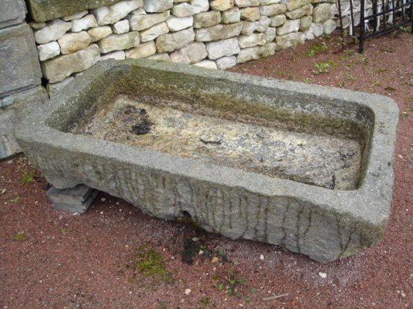 Auge ancienne en granit