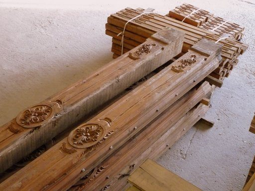 poutres et solives plafond sculpte / carved oak ceiling beams