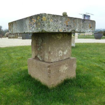 Table ancienne en pierre