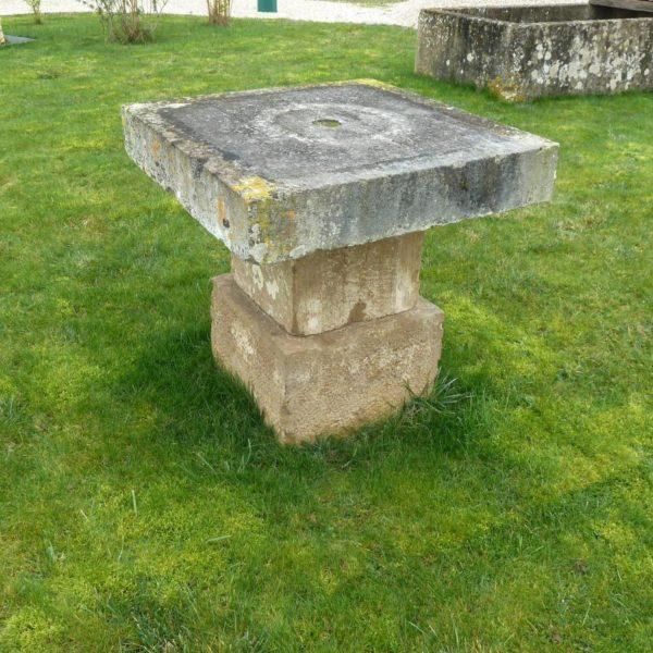 Table ancienne en pierre calcaire