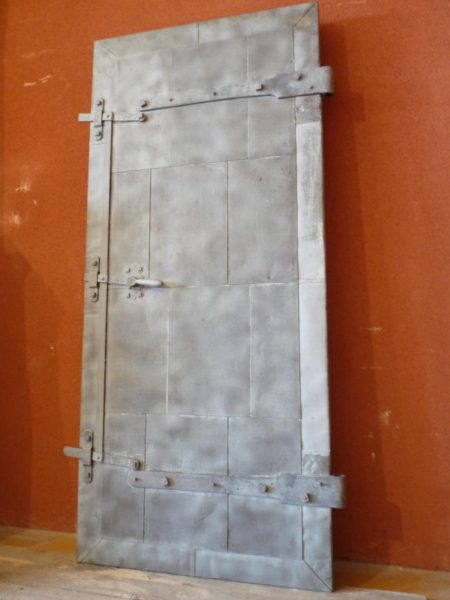 Portes anciennes en vieux bois et métal