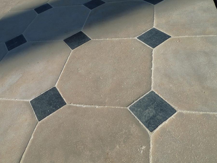 CATHEDRAL Limestone Cabochon Floor Convincing Natural Limestone - Carrelage à cabochon