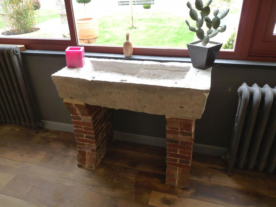 Antique Stone Sink On Brick Supports Bca Materiaux Anciens