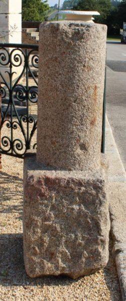 borne ancienne en granit