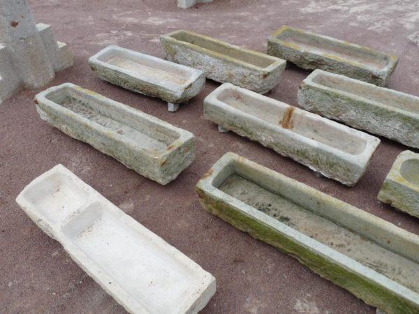 ancienne auge en pierre
