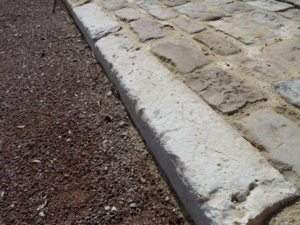 Bordure de récupération en pierre