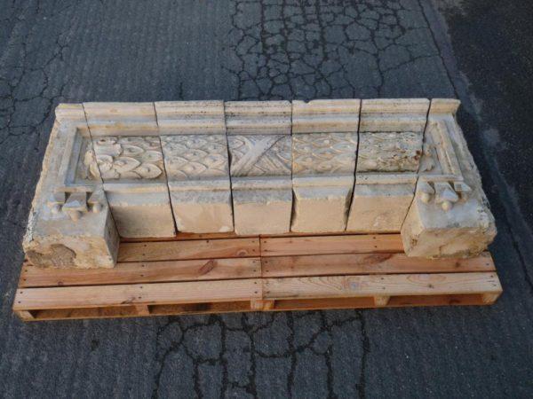 Linteau ancien en pierre