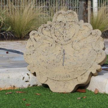 Cadran solaire extérieur en pierre