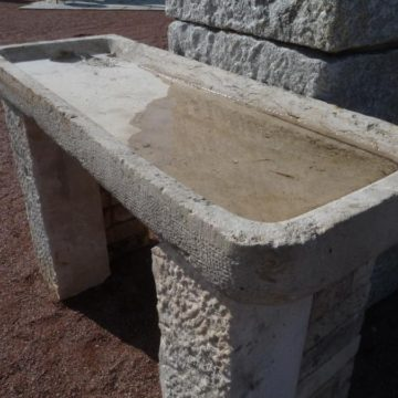 Ancien évier en pierre