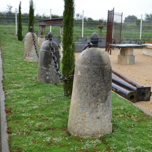 borne pierre calcaire chaine
