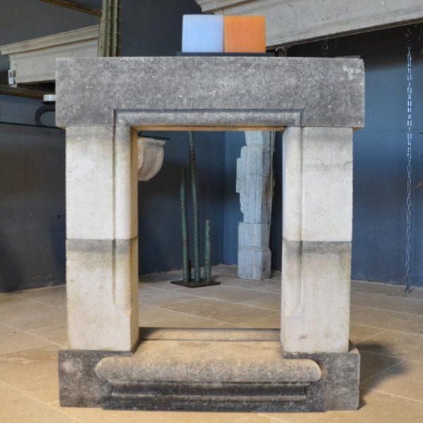 Encadrement de fenêtre ancienne en pierre