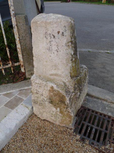 chasse roue ancien pierre calcaire
