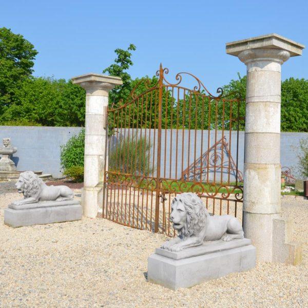 pilier ancien granit