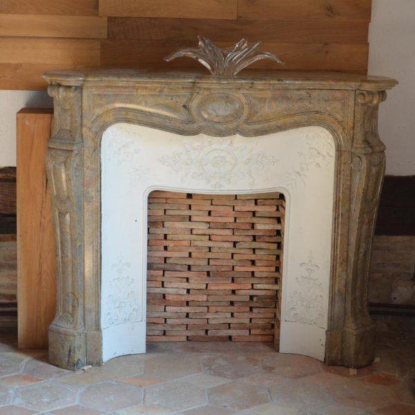 Cheminée ancienne en marbre Rose Enjugerais