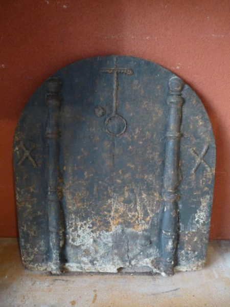 Plaque de cheminée ancienne en fonte