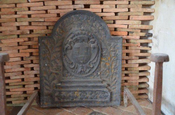 Ancienne plaque de cheminée en fonte
