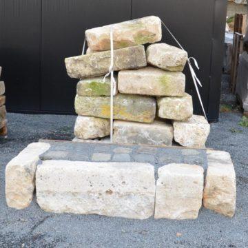 Bordure rustique en pierre calcaire