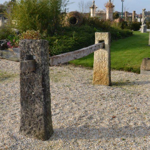 Barrière ancienne en pierre