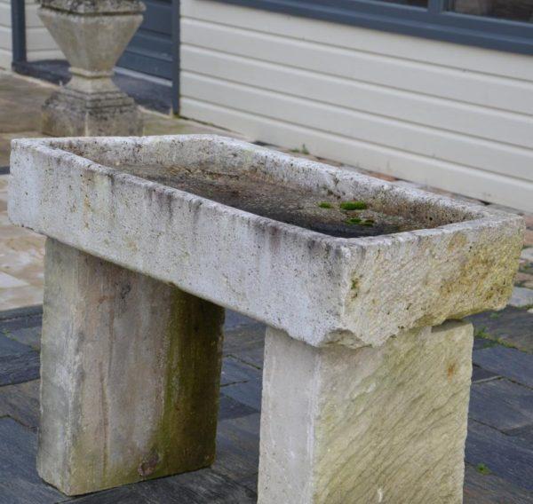 Évier ancien en pierre