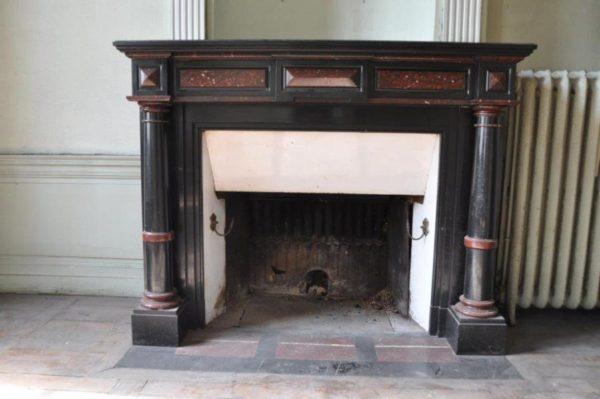 Cheminée Ancienne en marbre Noir de Belgique et rouge. style Napoléon iii