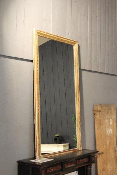 Miroir ancien cadre moulure doré