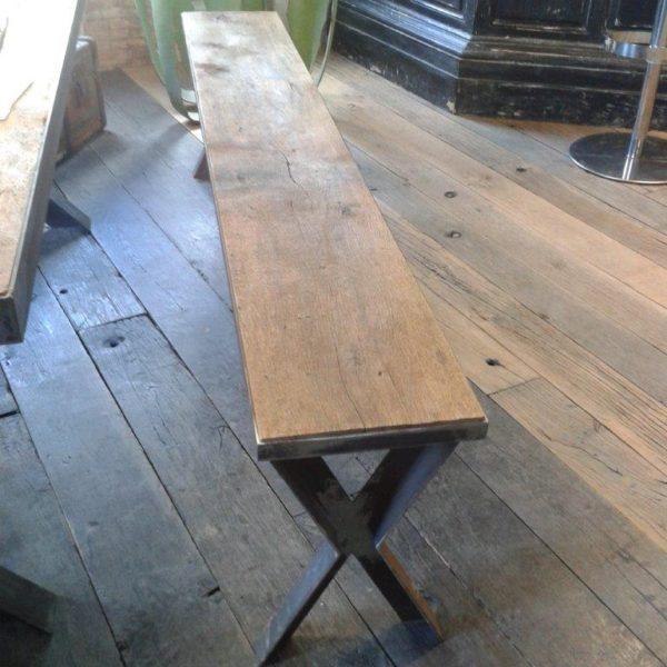Banc en métal et vieux bois