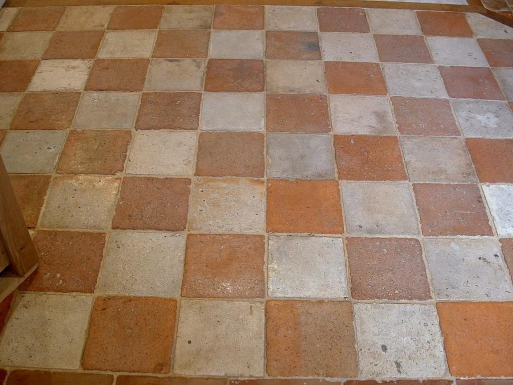 Checked Antique Terracotta Tiles 21 Cm X 21 Cm Bca Antique Materials