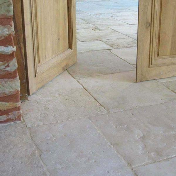 Opus and random format of the limestone floor