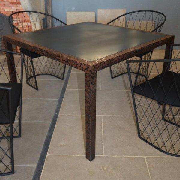 Table carré en métal style ancien