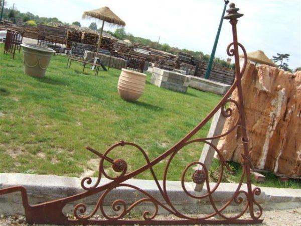 marquise ancienne en fer forgé