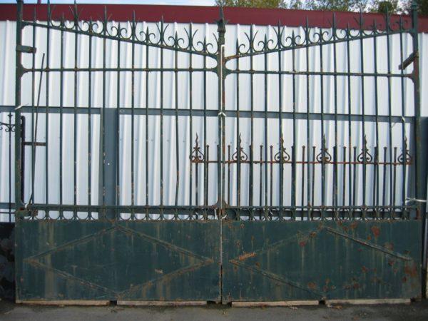Grand portail ancien fer forgé