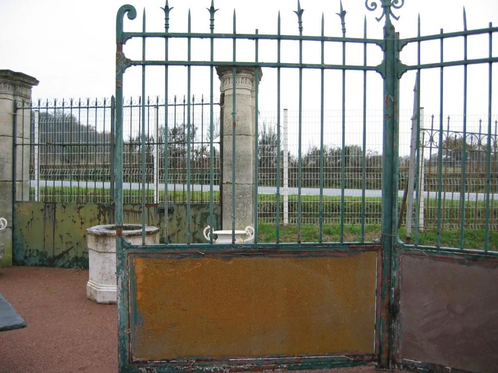 Pair of antique iron gates - Grille fer forge castorama ...