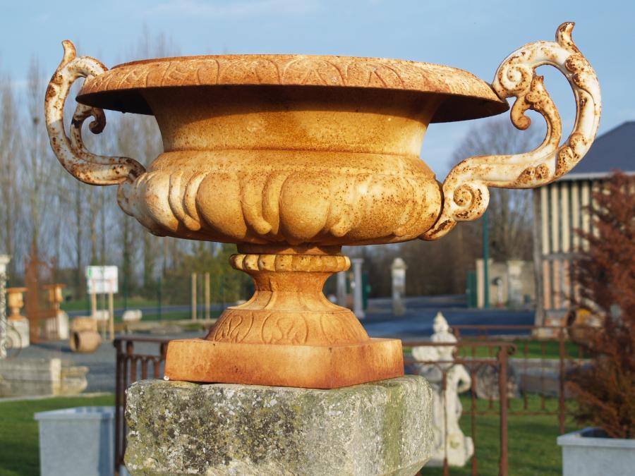 Large cast iron m dicis vases - Vase medicis en fonte ...