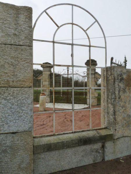 Fenêtre ancienne métallique