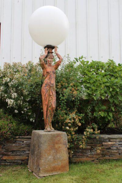 Statue en fonte porte torchère