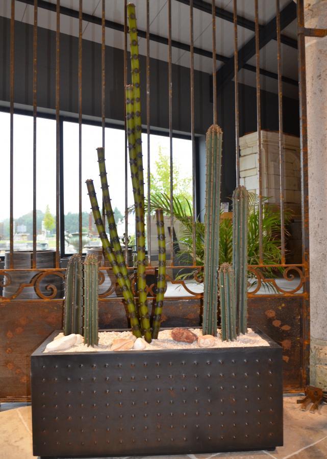 jardini re de cactus m tal. Black Bedroom Furniture Sets. Home Design Ideas