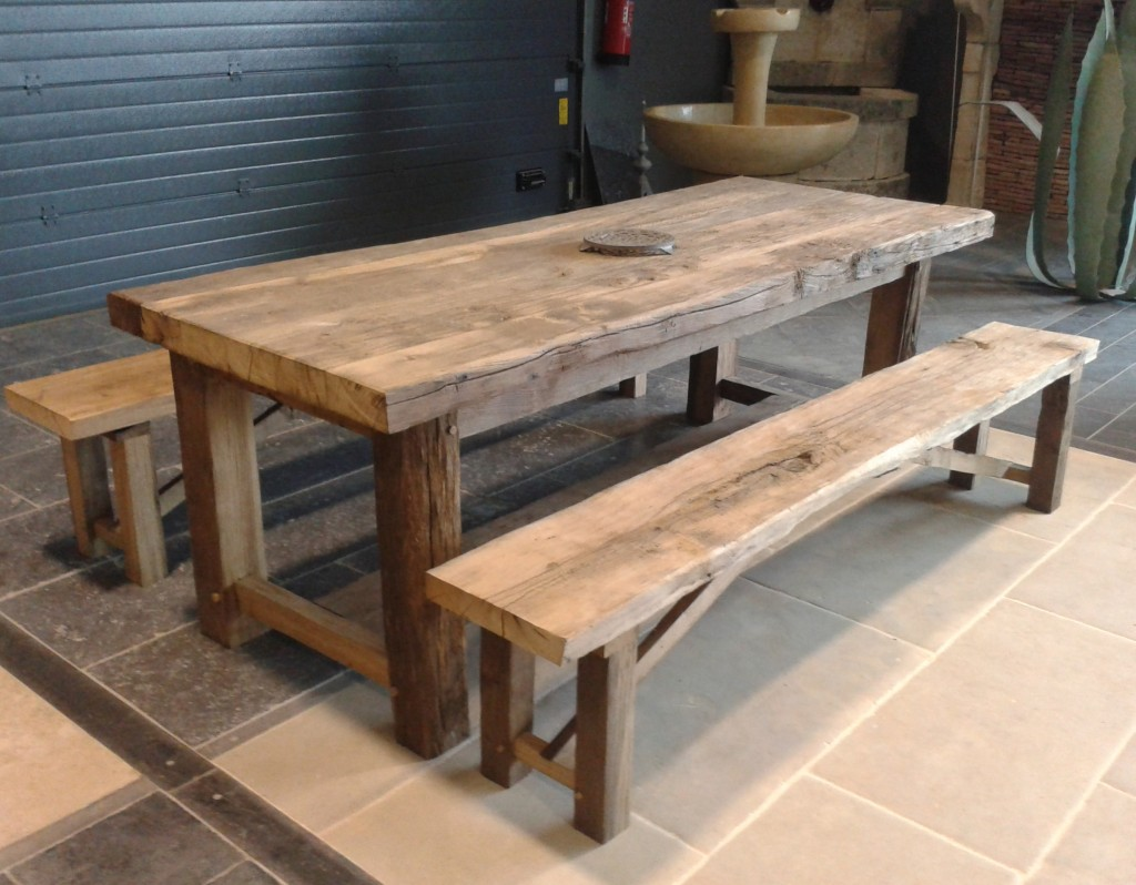 Farmhouse table in antique oak ideal for traditionl for Banc jardin pierre