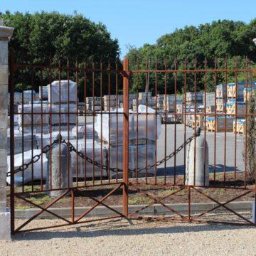 paire pilier pierre calcaire portail grille ancien