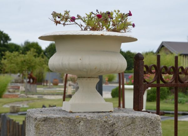 antique medicis vase