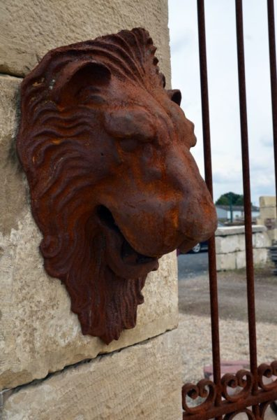 lion head deco in cast iron