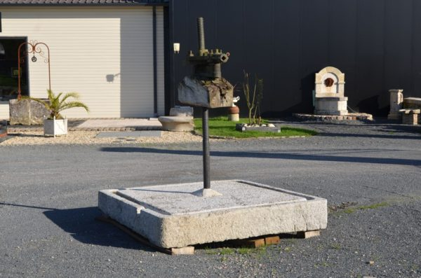 Pressoir ancien en granit