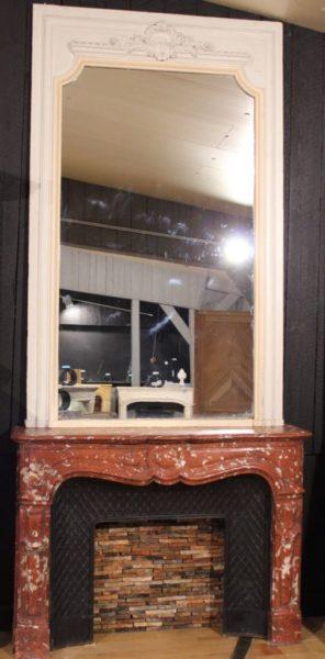 Cheminée en marbre rouge du Languedoc avec son miroir d'époque