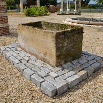 Bac en pierre ancien