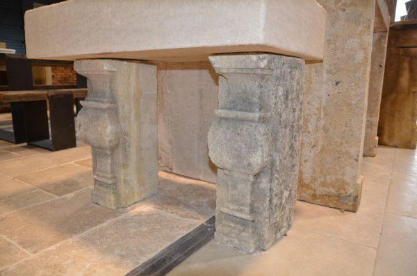 Balustre en pierre calcaire ancienne