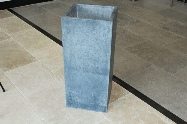 Pot à fleur en pierre bleue